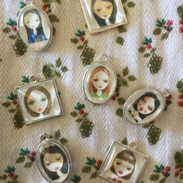 Portrait Locket Pendant Necklaces